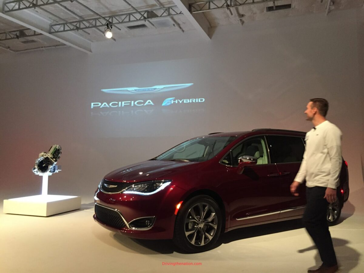 2017 Chrysler Pacifica plug-in hybrid PHEV