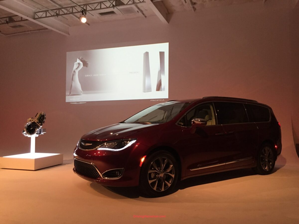 2017 chrysler pacifica plug in hybrid driven the first. Black Bedroom Furniture Sets. Home Design Ideas