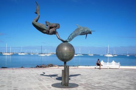 malecon-statue1 Travel & Leisure