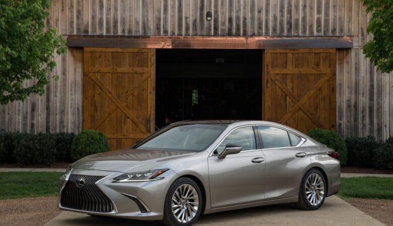 2020 Lexus ES300h new car review