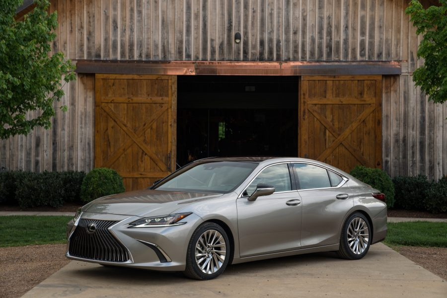 2020 Lexus ES 300h new car review