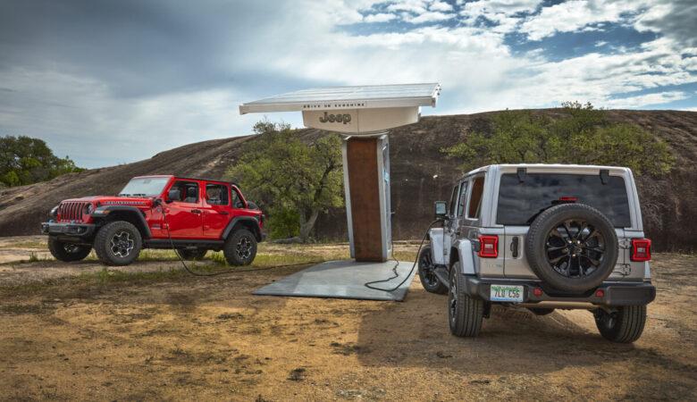 2021 Jeep® Wrangler Rubicon 4xe (left) and Sahara 4xe (right)
